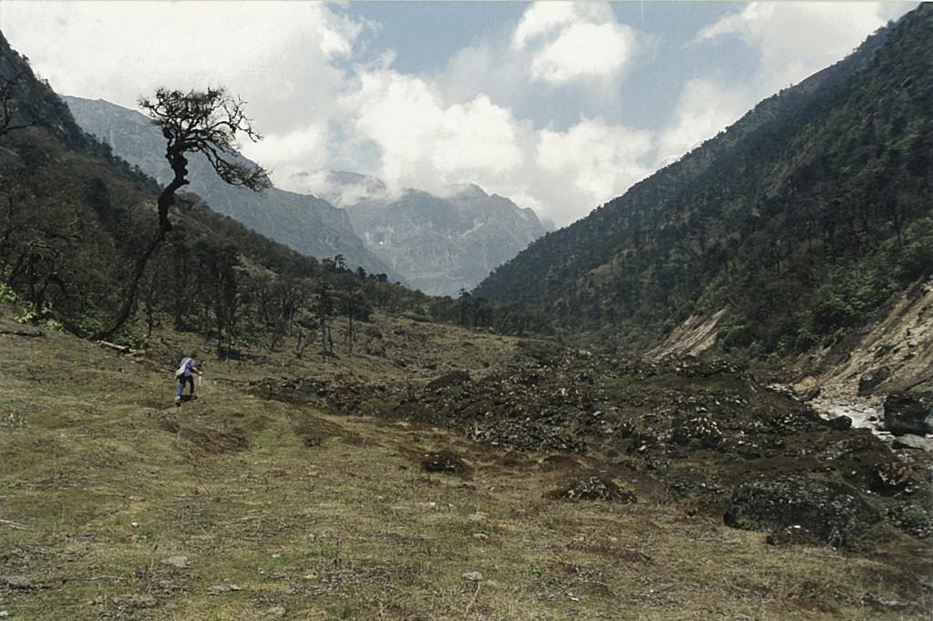 Trekker Makalu Base Camp Trek Barun Valley Makalu-Barun National Park Nepal Trekking Hike Hiking Himalayas