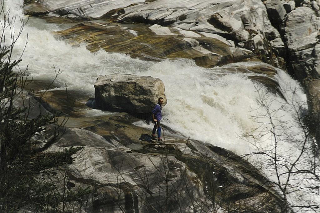 Trekker Barun River Makalu Base Camp Trek Valley Makalu-Barun National Park Nepal Trekking Hike Hiking Himalayas